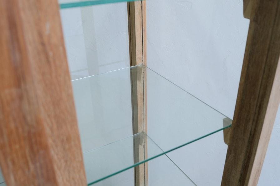 ICCAの日本のアンティークのキャスター付きのガラスショーケース