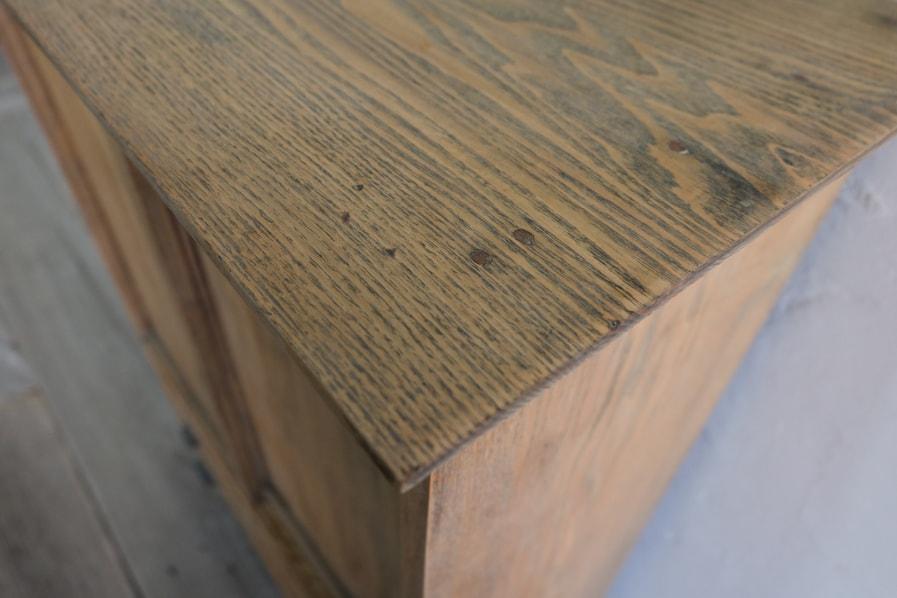 ICCAの日本のアンティークの栓材のシンプルな板戸の収納棚