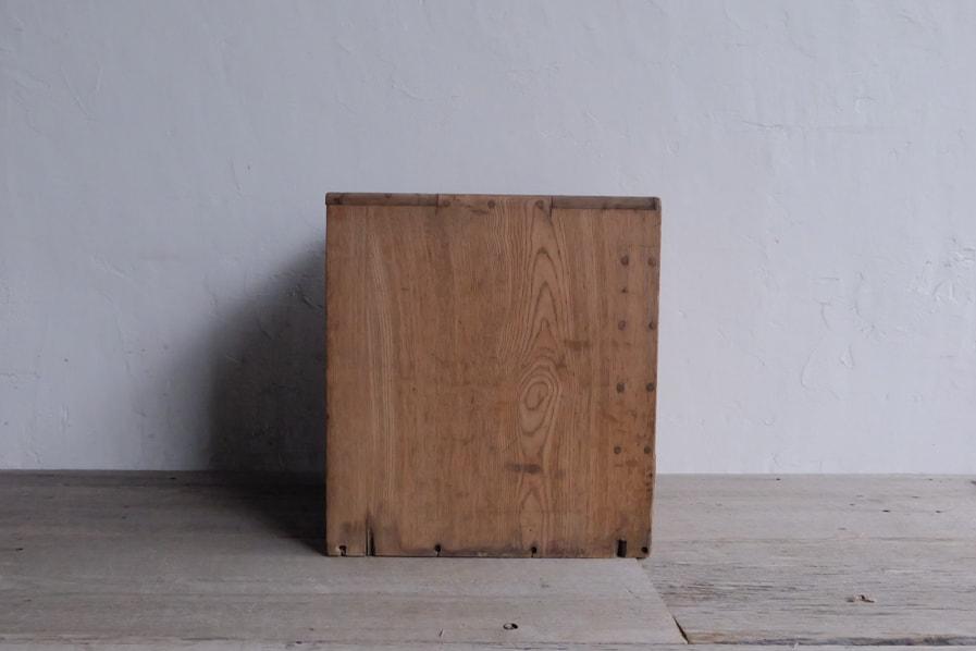 ICCAの日本のアンティークのクリ材の5段の引き出し