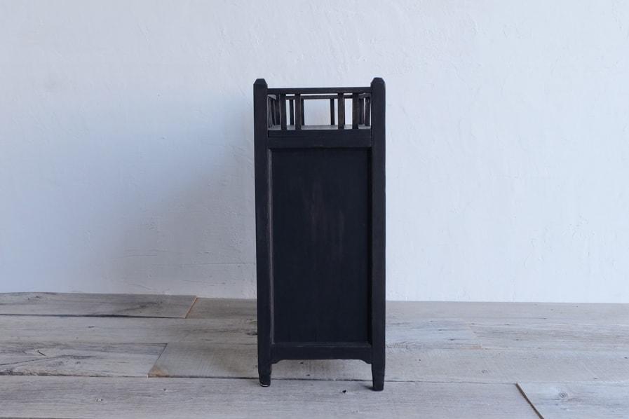 日本のアンティークの綺麗な黒い棚