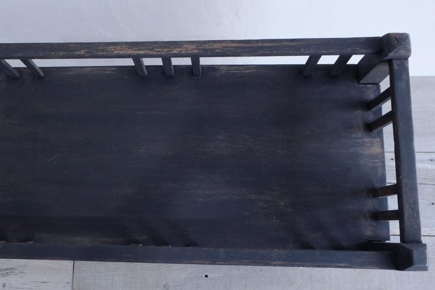 和のアンティークのナラの黒い棚