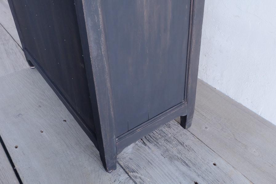 和のアンティークの経年した小さな棚