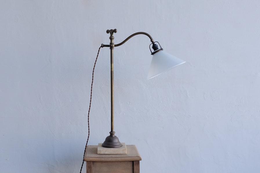 日本のアンティークの真鍮製のシンプルなテーブルランプ