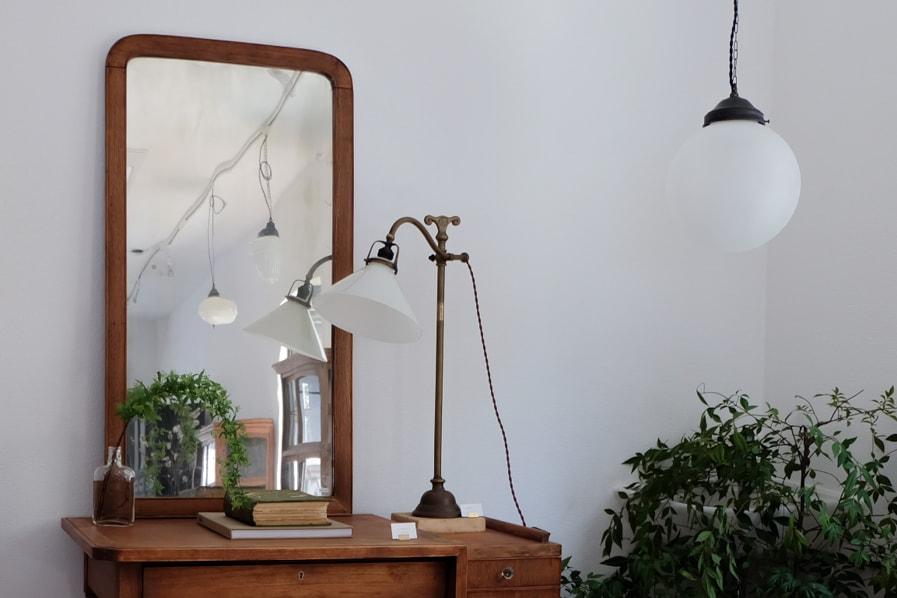 日本のアンティークの書斎や寝室に使える真鍮のテーブルランプ
