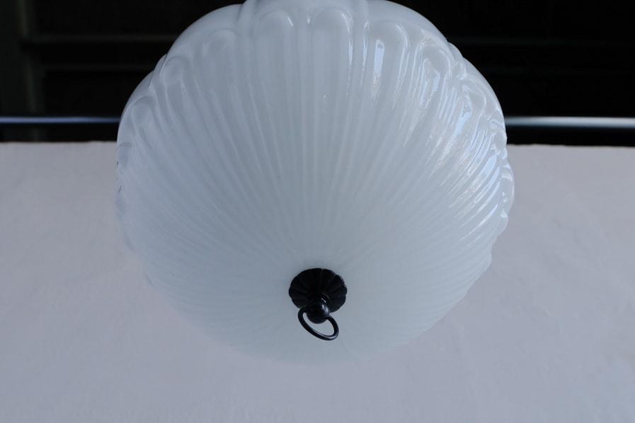 日本のアンティークの艶のあるガラスシェードのペンダントライト