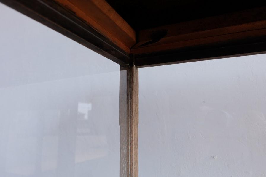 日本のアンティークのシンプルなガラスショーケース