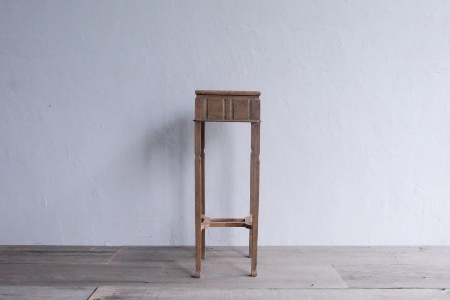 日本のアンティークのナラ材のシンプルな花台