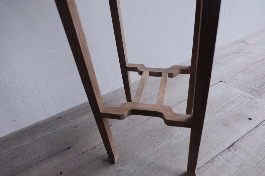 日本のアンティークの古道具のシンプルな花台