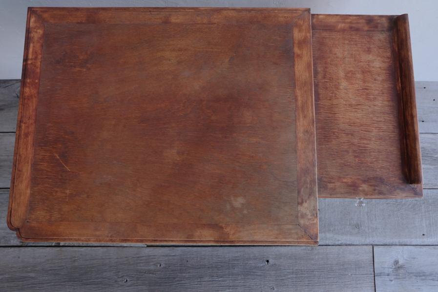 日本の古道具のシンプルなガラス取手のデスク