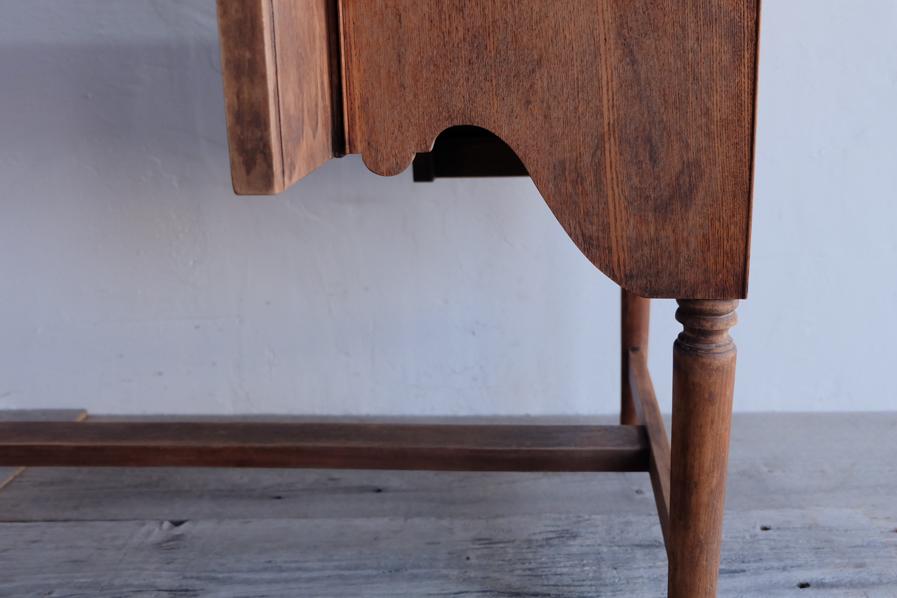 日本の古家具の装飾的なガラス取手のデスク