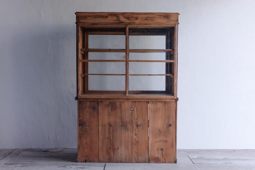 日本のアンティークのガラスの二段の食器棚