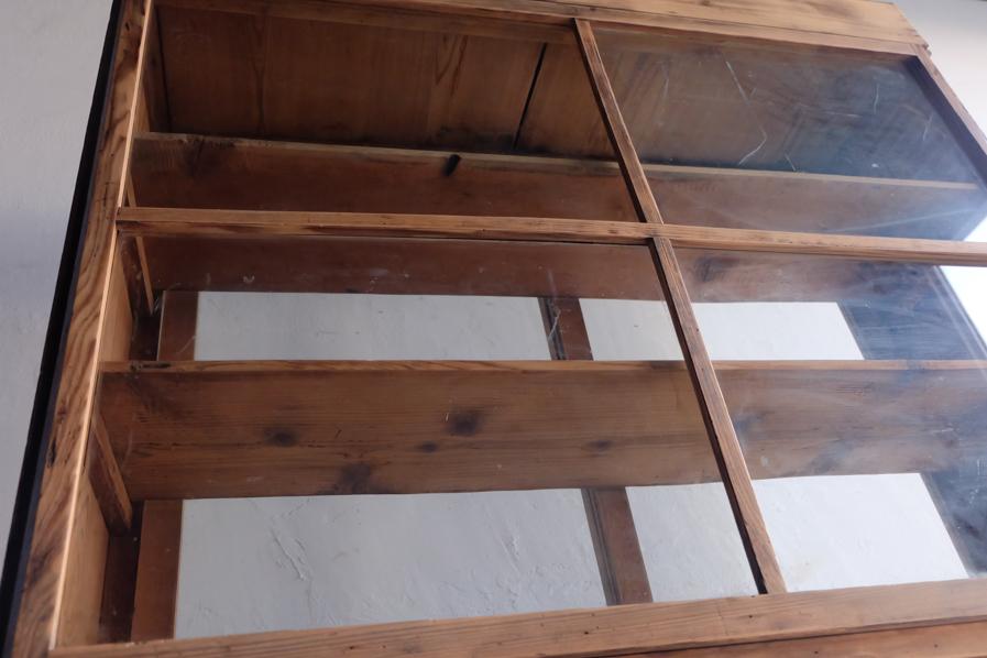 和のアンティークの両面ガラスの二段の食器棚