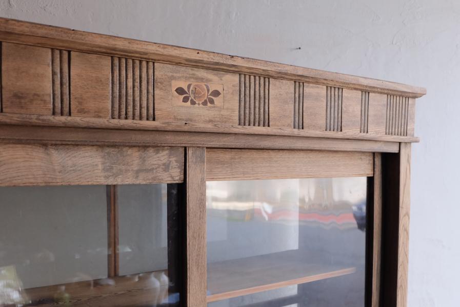 昭和レトロの珍しいデザインの二段の食器棚