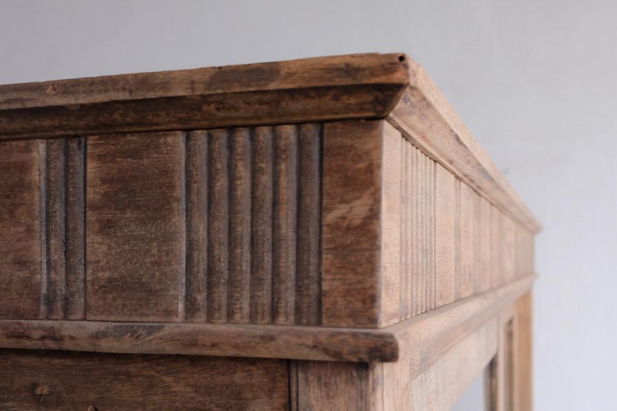 和のアンティークの経年したレトロな二段の食器棚