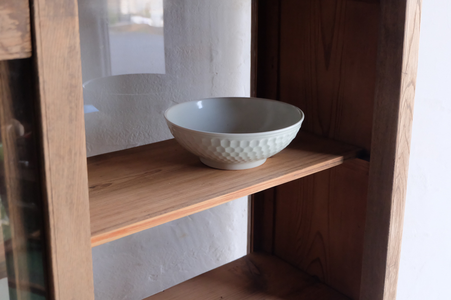和の古道具のキッチンで使える二段の食器棚