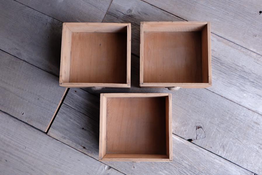 和の古道具のアンティークの状態の良い二段の食器棚