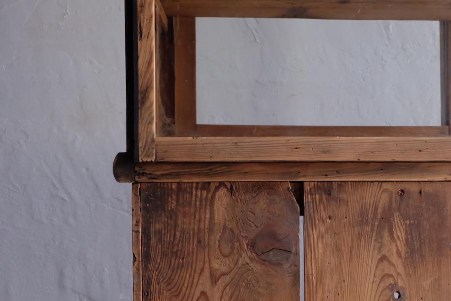 和のアンティークのシンプルな二段の食器棚