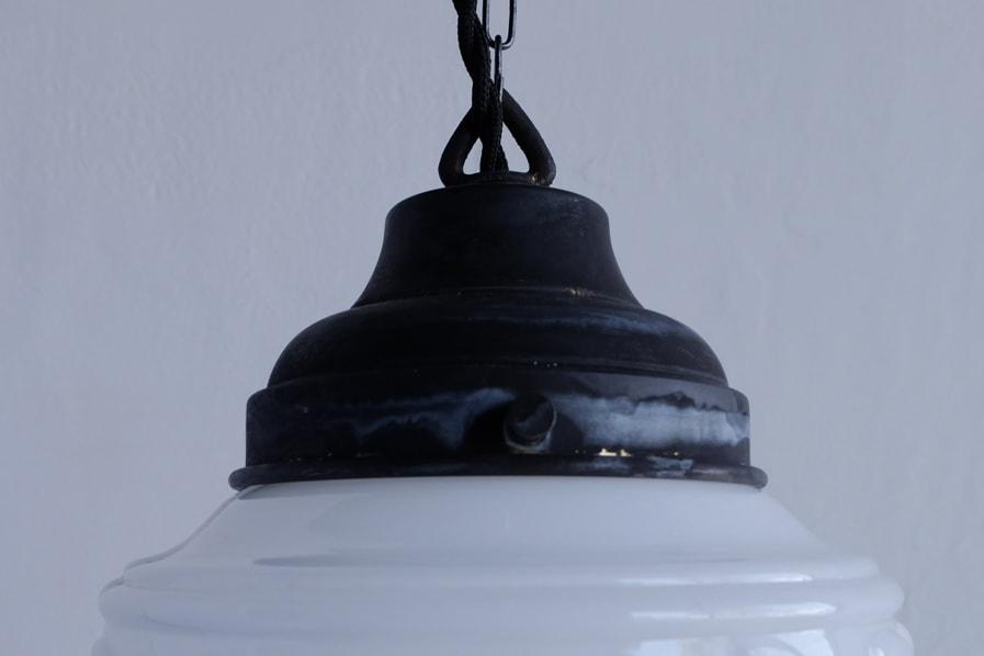 日本のアンティークのエイジングした真鍮のホルダーのついたペンダントライト