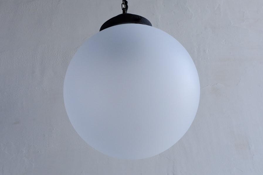 日本のアンティーク調の艶消しガラスの照明