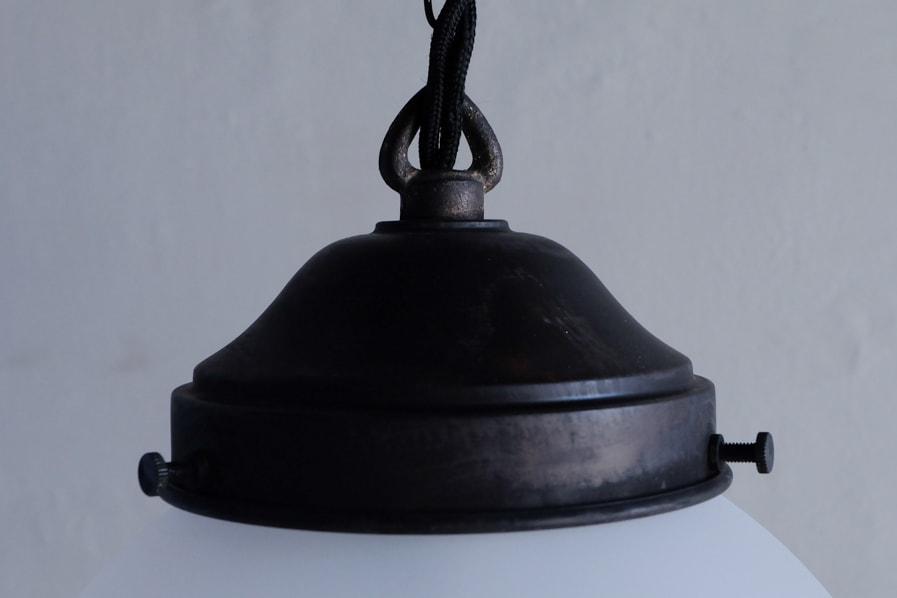 日本のアンティーク調の真鍮のシェードホルダーを使った照明