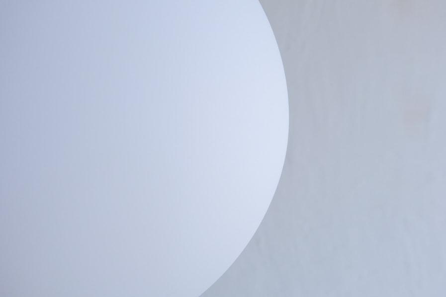 日本のアンティーク調のマットな質感のガラスシェードの照明