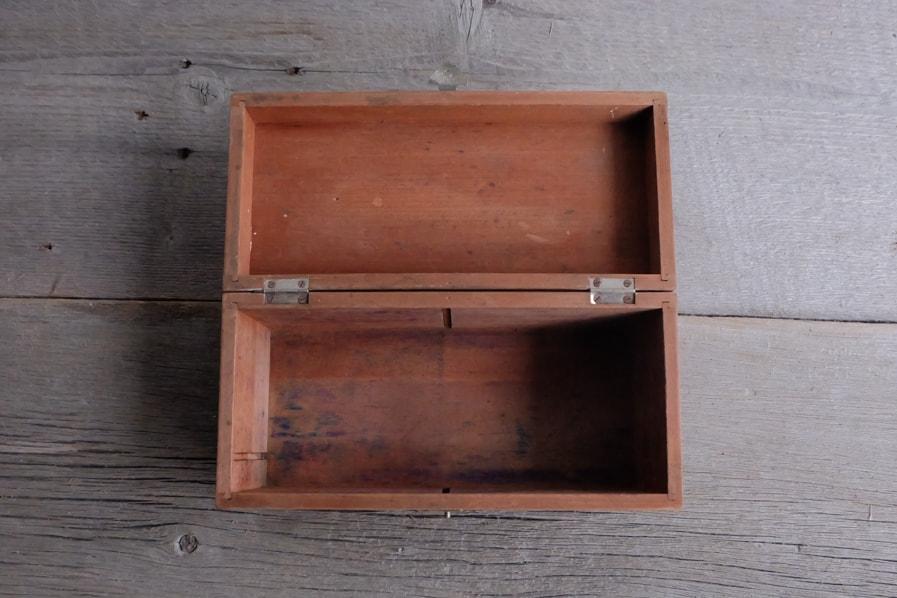 ICCAの日本のアンティークの素朴な小さい道具箱