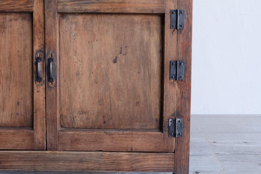 和のアンティークのエイジングした真鍮の取手のコンソールテーブル