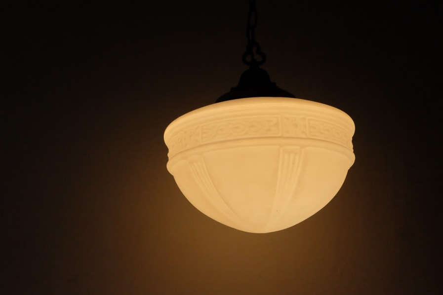 日本のアンティークの柔らかい光の真鍮のテーブルランプ