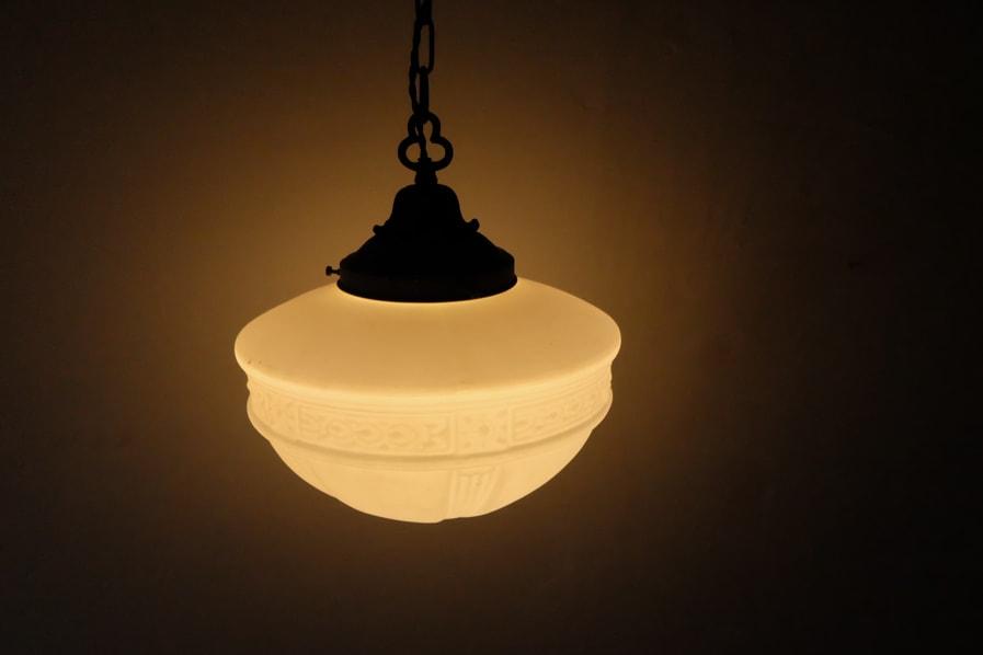 日本のアンティークの柔らかい灯りの真鍮のテーブルランプ