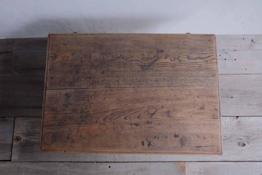 日本のアンティークの大正時代の引き出し付きのコーヒーテーブル