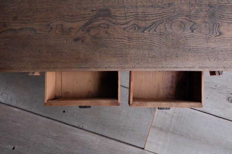 日本のアンティークの経年した引き出し付きのコーヒーテーブル