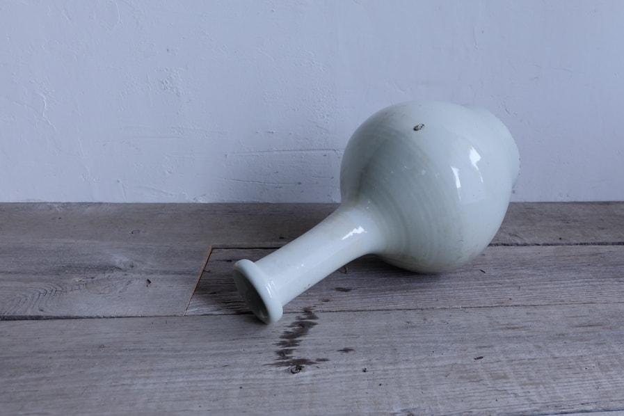 ICCAの日本のアンティークの首の細い大きな白磁の花器