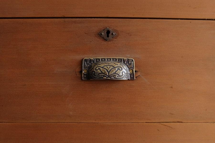 ICCAの日本のアンティークの檜の収納棚