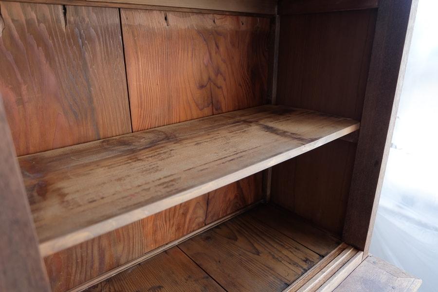 ICCAの日本のアンティークの引き出しの多い食器棚