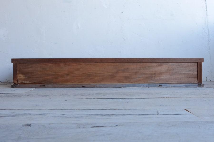 ICCAの日本のアンティークの引き出しのついたローボード