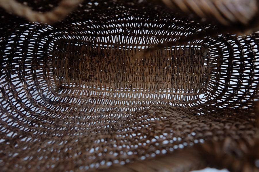 日本のアンティークのあけびの古いカゴ