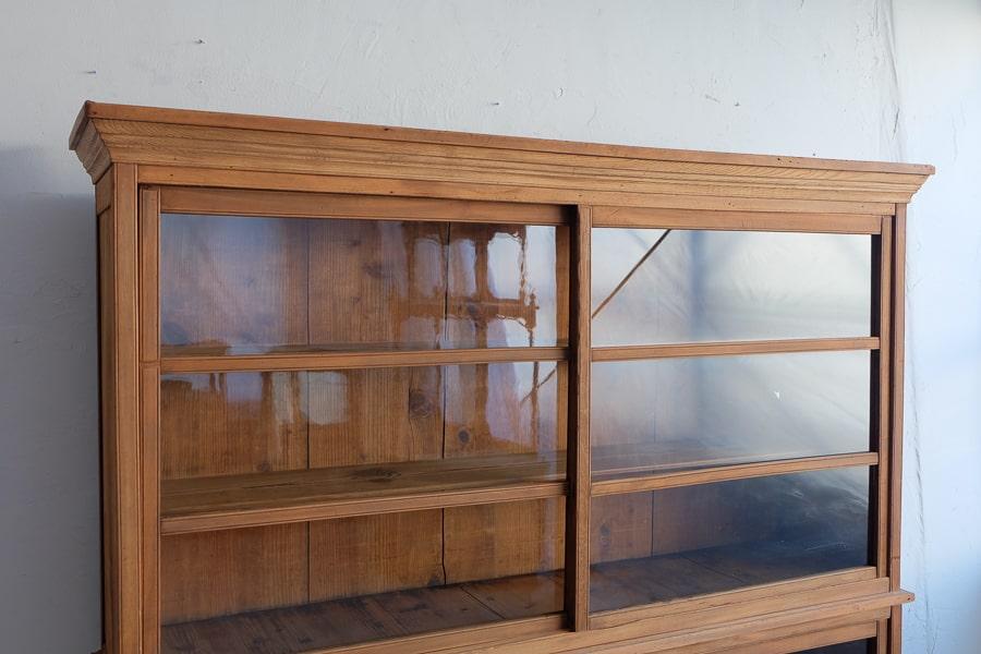 ICCAの日本の古家具の大きな食器棚