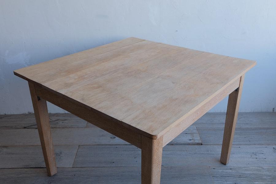 アンティークのナラ材のダイニングテーブル
