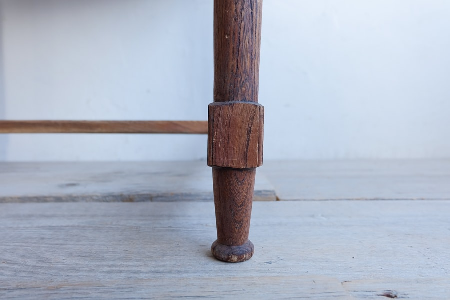 日本のアンティークのろくろ脚のデスク
