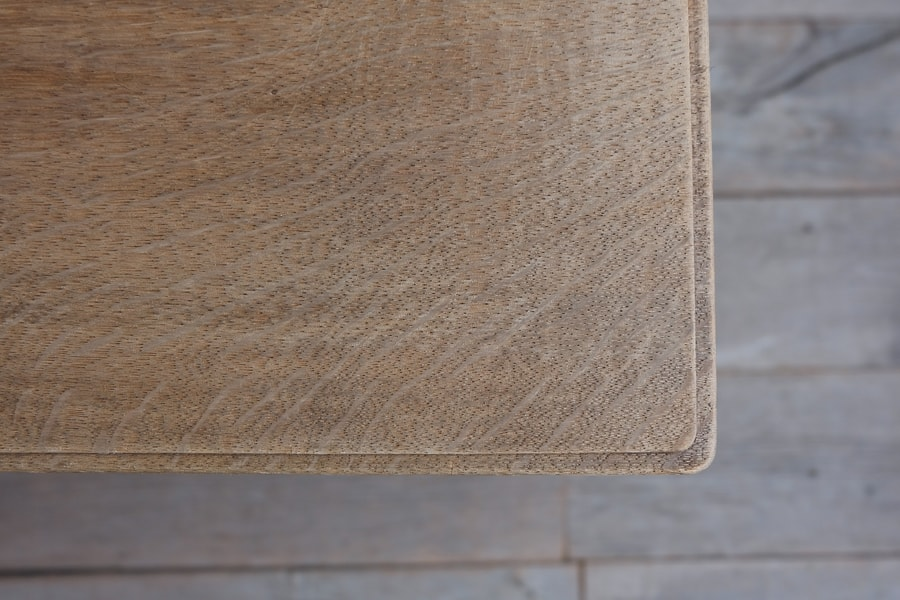 アンティークのナラ材のクラシックなダイニングテーブル