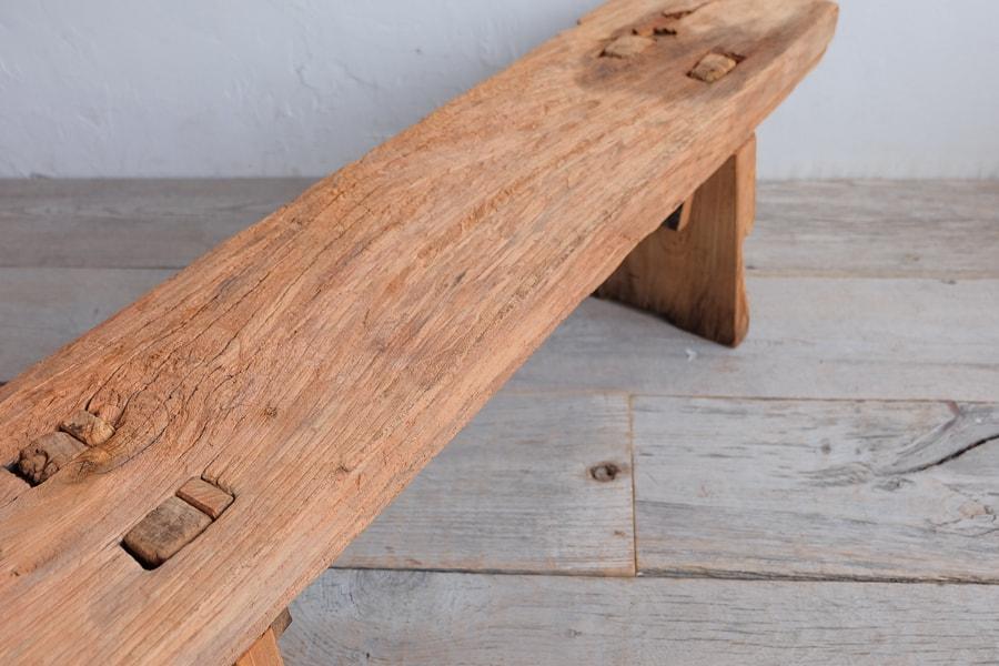 アンティークの古材のベンチ