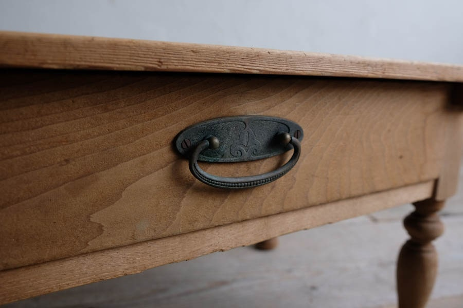 日本のアンティークのろくろ脚のコーヒーテーブル