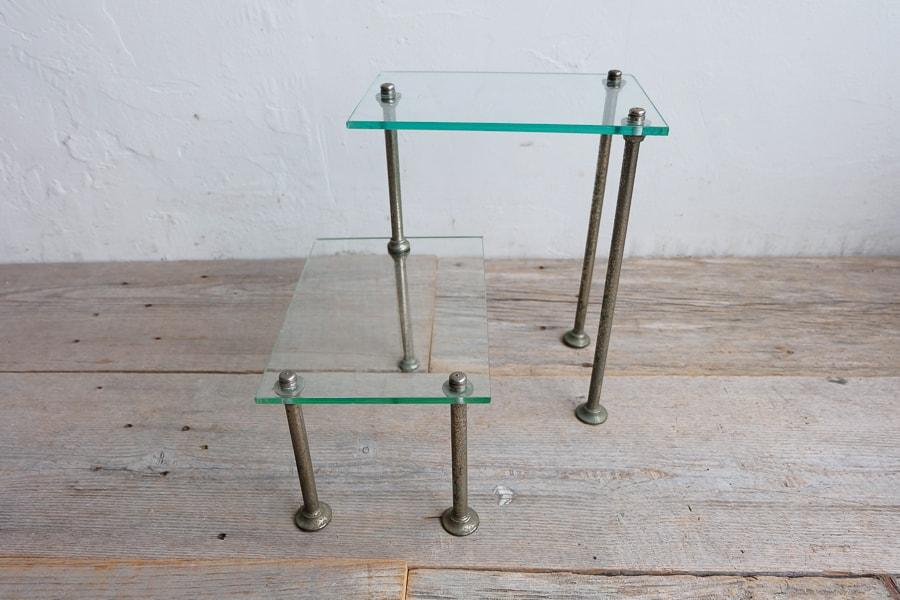 アンティークのガラスの展示台