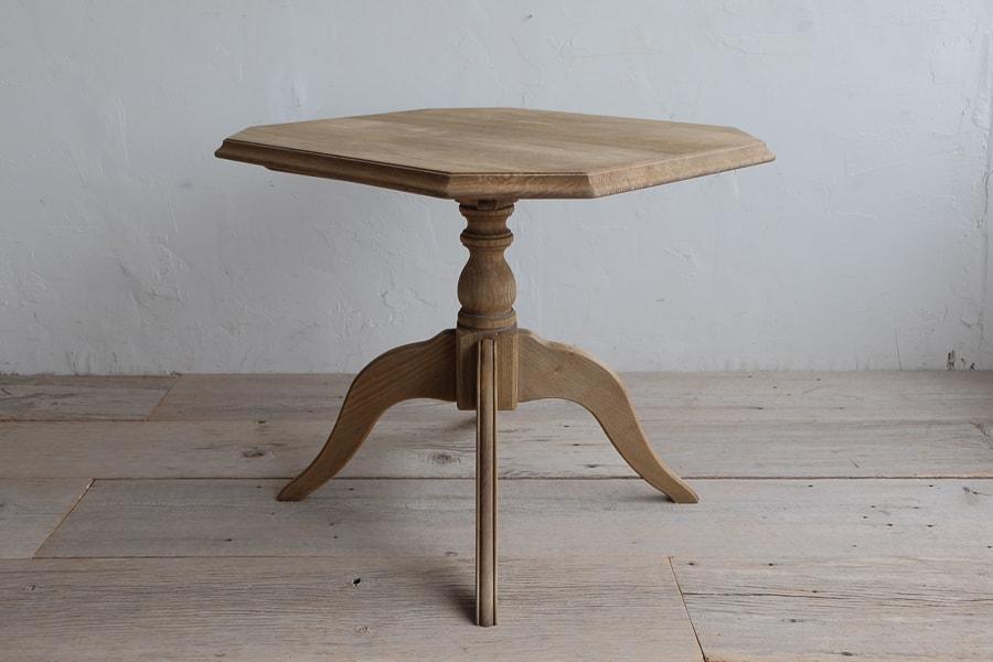 日本のアンティークの栗のサイドテーブル