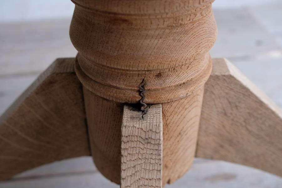 アンティークの鉄と木のスツール