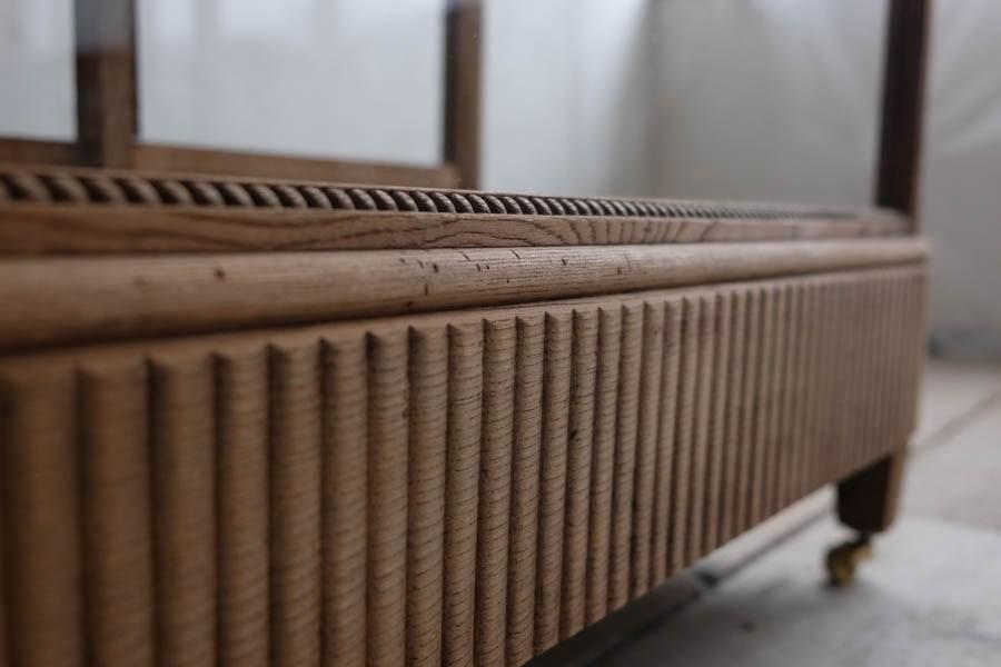 ICCAの日本の古家具のガラスケース