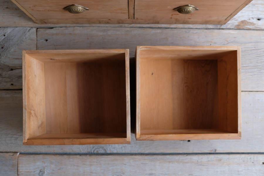 ICCAの日本のアンティークの引き出し棚