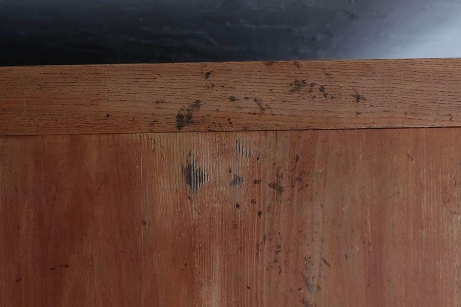 ICCAの日本のアンティークの桜材の引き出し棚