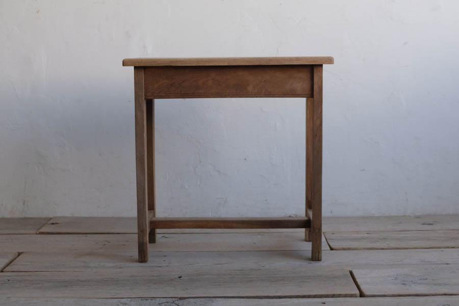 ICCAの日本のアンティークのサイドテーブル