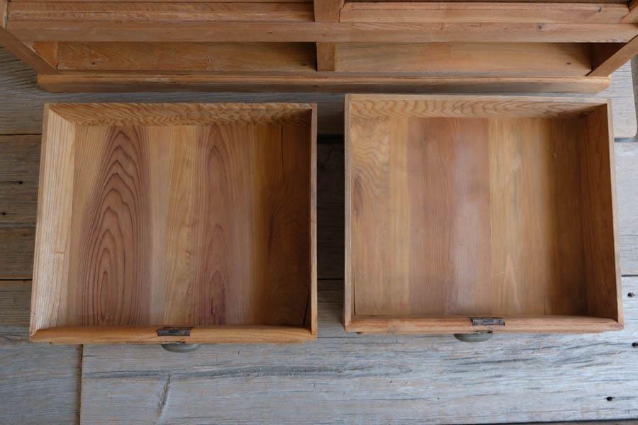 ICCAの日本のアンティークの和の本棚